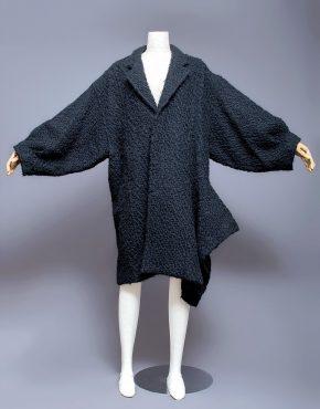 Comme-Des-Garcons-Asymmetrical-Dolman-Sleeve-Wool-Coat-001