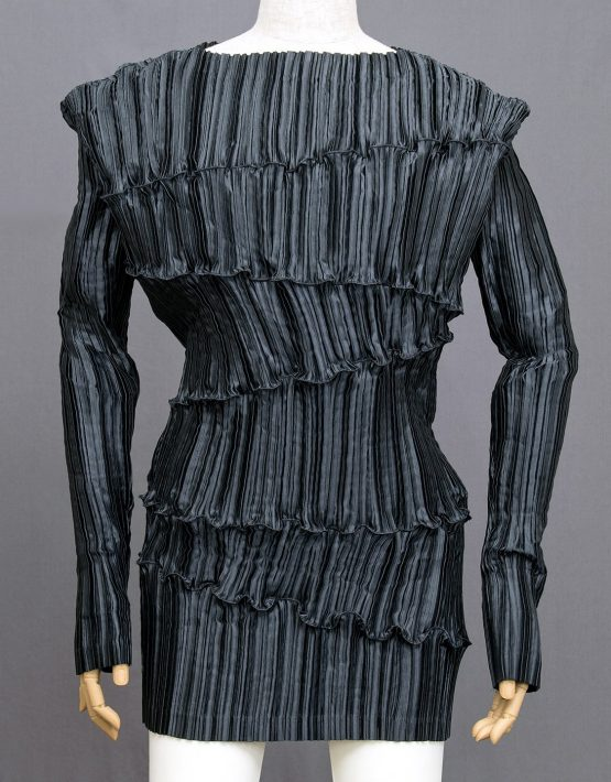 Issey-Miyake-Sculptural-Pleated-Top-001
